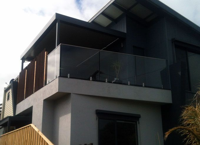 Louvred roof over deck to front side of dwelling at Chelsea. Glass handrails and a screen to side to reduce overlooking and provide privacy.