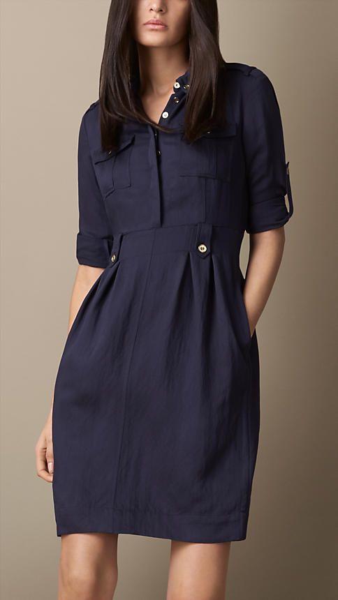Mod 27: vestido azul marino (tela blanca con rayas)
