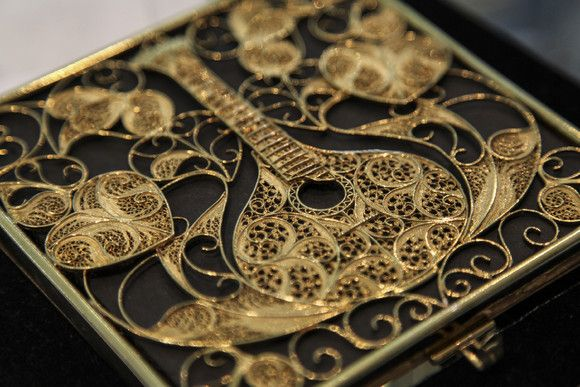 CD box ornated with a delicate filigree work by the jeweler Manuel Freitas. This item was created to present Fado's application as Heritage of Humanity.