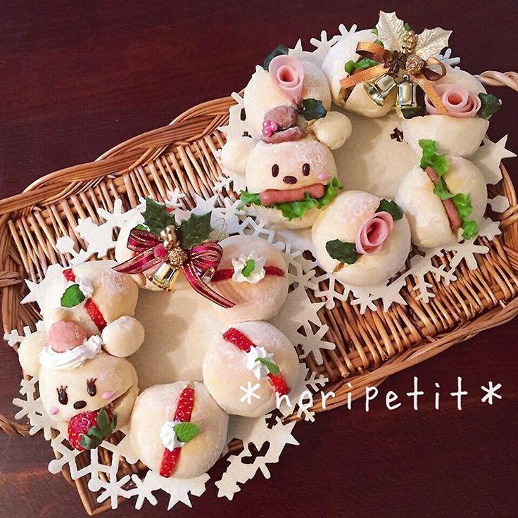 """""""またまた〜こんばんは( ´ ▽ ` )ノ 捏ねずにレンジ発酵で簡単ふわふわのパン♡ この前のツリーに続き、ミニリースのちぎりパンサンドを作りました♡ パクッと食べれちゃう 小さめサイズのちぎりパンサンドです ミッキーはお食事系サンド ミニーはフルーツ系サンドに♡ レシピはブログにupします♡…"""""""