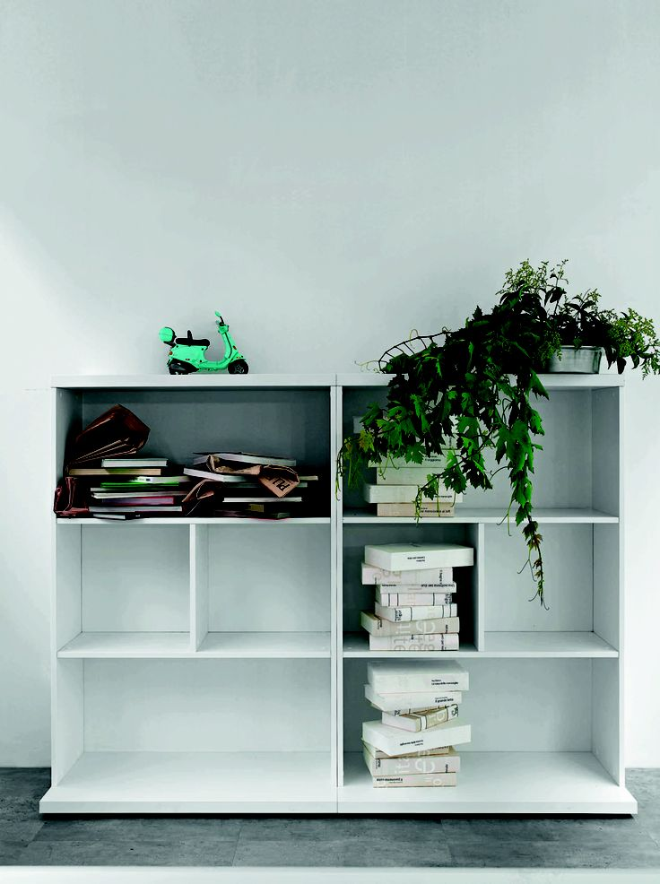 Bookcases with mm.18 thick melamine structure, back panel and top; mm.25 thick shelves.