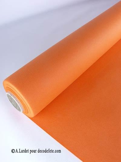 Osez une #nappe #orange http://www.decodefete.com/10m-nappe-jetable-presto-orange-p-2920.html sur laquelle vous déroulerez un chemin de table or très pailleté http://www.decodefete.com/chemin-table-arc-triomphe-p-3230.html !