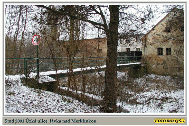 2001 Stod, Úzká ulice, lávka nad Merklínkou. Foto Pavel Dolejš