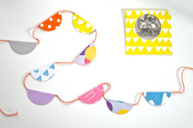 A paper garland is so festive and any colour scheme can be used. #kidscraft #papergarland #easycraft #craftykids #motheringmatters