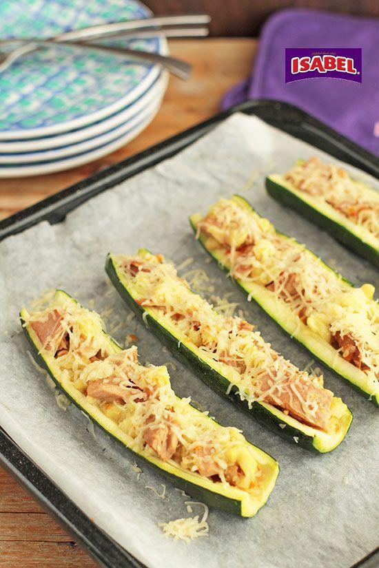 Calabacines rellenos de filete de atún en salsa