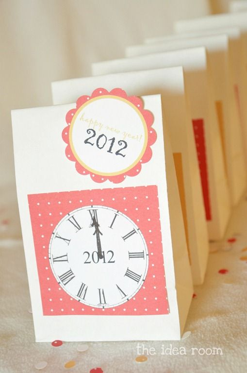 New Year's Eve Countdown Bags ~ If you're celebrating New Year's Eve with a low key party for the family, you will want to make this paper craft idea. Just fill these bags with fun activities to play every hour, for an evening of non-stop entertainment the family and kids can to do together.