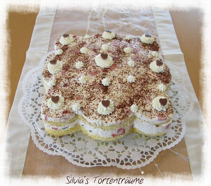 Silvia's Tortenträume: Erdbeer-Yogurette-Torte lecker Erdbeer Yogurette Kuchen Torte Cake  Rezept: https://www.facebook.com/SilviasTortentraeume/posts/809198845847772