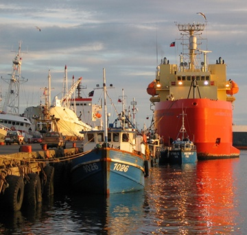 Punta Arenas is a gateway for scientists going to Antarctica - an boats sailing in to the Magellan Straits on their way to the Pacific... #sailourseas #sailing #pacific #ountaarenas
