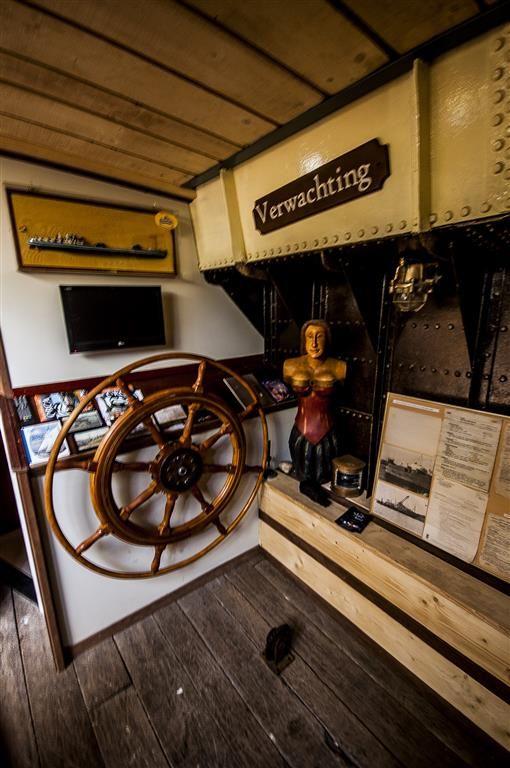 Overnachten op historisch #hotel schip de Opoe Sientje in #Nijmegen. Een bijzondere en onvergetelijke overnachting met een nostalgisch tintje. Te boeken vanaf €42.50 per persoon per nacht.