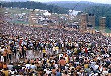 Dal 15 agosto al 18 agosto del 1969, l'enorme adunata del festival di Woodstock. Il festival accolse inaspettatamente più di 400.000 giovani (secondo fonti non certe, addirittura un milione di persone)