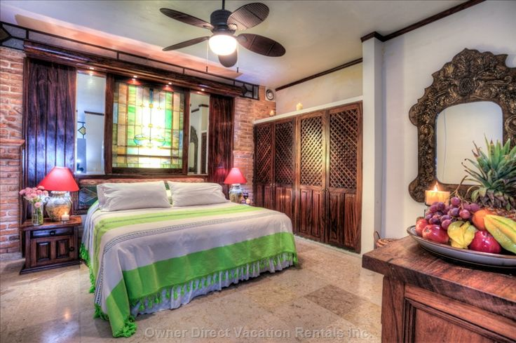 Luxury condo in a complex with spectacular view of the entire Banderas Bay and perfect view of Vallarta's main beach: Los Muertos Beach.