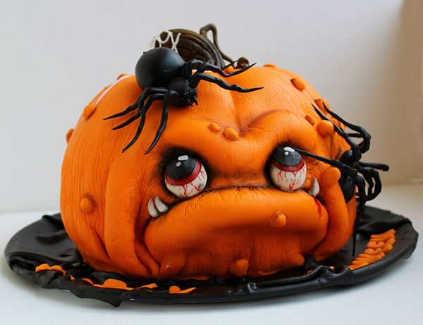 Warty pumpkin monster Halloween cake