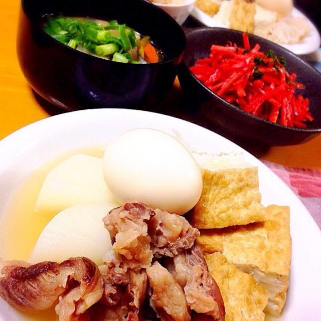 昨日、体調がおかしかった?ので、 今日は、胃に優しい晩御飯にしてみました  ・ダシダで韓国風うま煮 ・金時にんじんのサラダ ・豚汁 ・ツナと塩昆布の炊き込みごはん  ダシダで韓国風うま煮…おでん⁇ ヤバイ自分でハマった - 45件のもぐもぐ - ダシダで韓国風おでんみたいなうま煮ʕ•̫͡•ʔ♬✧ by kayo0124