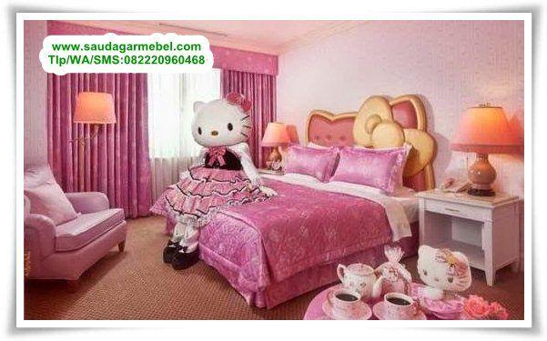 Set Temapt Tidur Anak Perempuan Hello Kitty – Produk terbaru dari Toko Saudagar Mebel Jepara untuk Prabotan Kamar Tidur Anak Perempuan.Tempat Tidur Hello Kitty sangat cocok untuk ditempatkan dalam Desain Interior Kamar Anak, Model yang sangat trending saat ini dan paling diminati oleh Anak-anak yang menginjak remaja.
