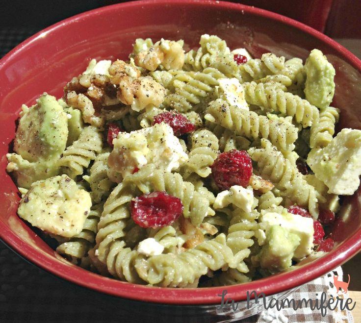 Une salade de pâtes sucrée-salée, super santé, parfaite pour les belles journées d'été.