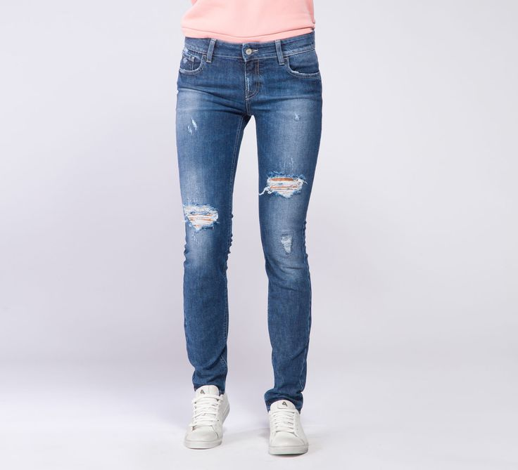 WPT542 - Cycle #cyclejeans #denimjeans #rippedjeans #style #fashion #girl #woman #apparel #model #rippedjeans #skinnyjeans #regular #fitting #fit
