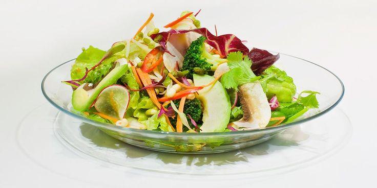 Σαλάτα με λαχανάκια, αβοκάντο και thai dressing