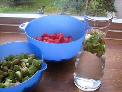 Jordbær- og rabarbrasyltetøy.