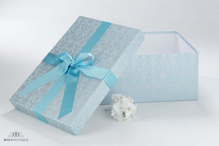 Die #Brautkleidbox Tapestry Aqua ist ein echter Hingucker und ein stilvoller Stauraum für Ihr #Brautkleid.  www.boxboutique.de