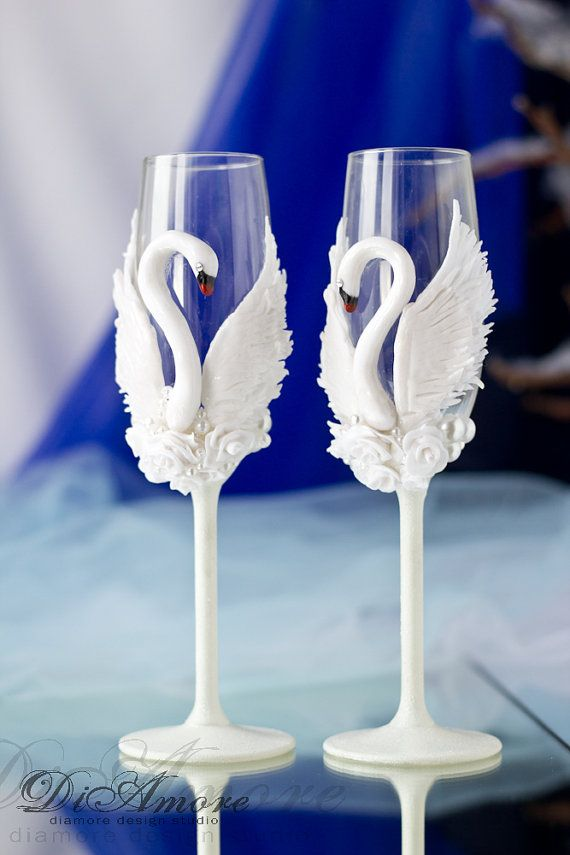 White Swans champagne flutes / Fashion wedding от DiAmoreDS#Weddings #wedding_ideas #Wedding #just_married #mr_and_mrs #bride #wedding_accessories #wedding_decor #wedding #mariage #matrimonio #toasting_glasses #wedding_glasses #wedding_champagne_glasses #champagne_glasses #beach_wedding_flute_glasses #glasses #weddinig_frutes #occhiali_da_sposa #verres_de_mariage #vidrios_de_la_boda #Hochzeitsgläser