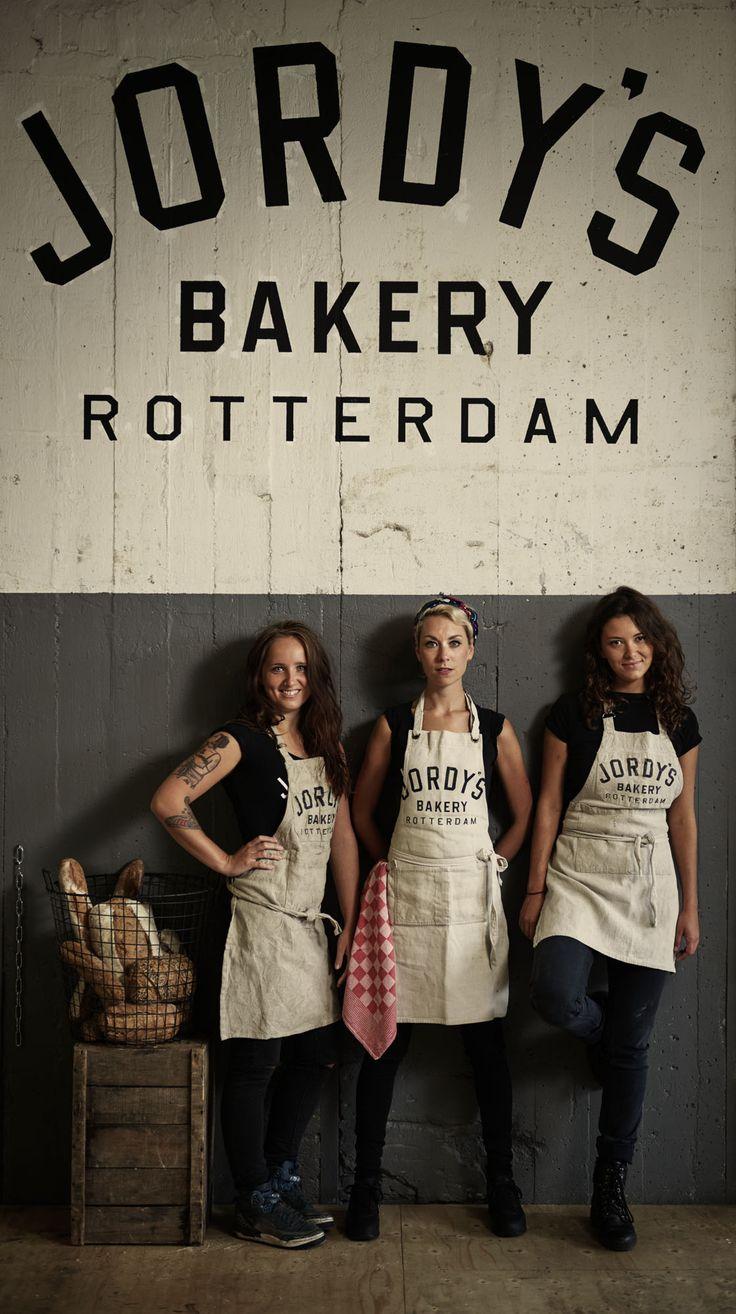 Hier een sfeerschets van Jordy's Bakery op de Nieuwe Binnenweg en in de Fenix Food Factory. De professionele foto's zijn gemaakt door onze fotograaf Eric Zee en een aantal foto's zijn gemaakt door onze eigen vaste klanten.