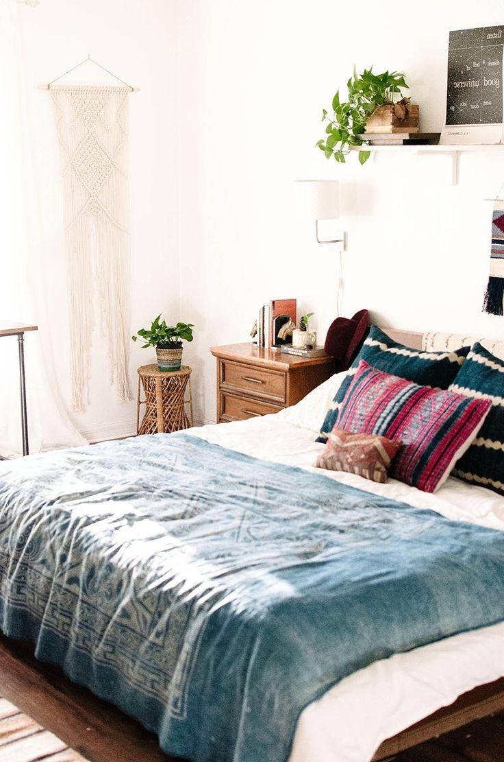 30+ Minimalist Bedroom Ideas to Help You Get Comfortable ... on Modern Boho Bedroom  id=91610