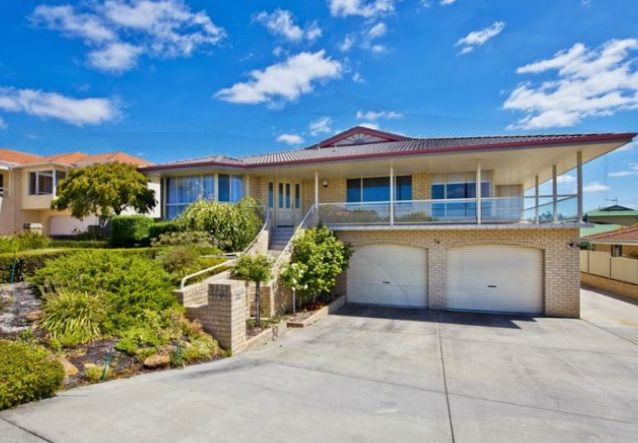 Huge luxury home up for lease located at 14 Hewitt Rise. At only $500.00/pw with views of Middleton Beach and a patio with a built in BBQ.