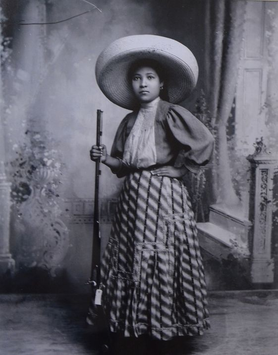 "La Mujer en la Revolucion Mexicana "" Soldadera "" o "" Adelita "". Woman of the Mexican Revolution - ""Soldadera"" or ""Adelita"""
