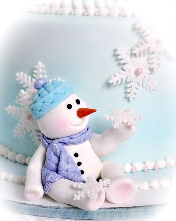 Snowbabies first birthday cake - First Birthday Cake with a winter wonderland snowman style theme