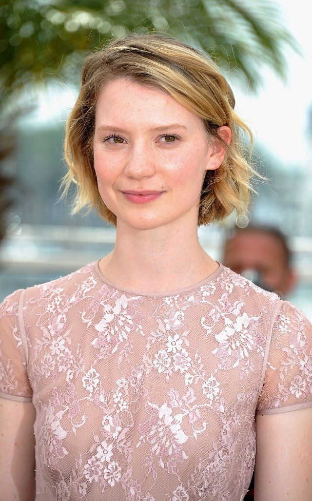 Mia Wasikowska: Jane Eyre and Alice in Wonderland <3