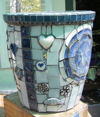 Gorgeous pot plus a bonus there is a How to Mosaic and make beautiful objects for home and garden: