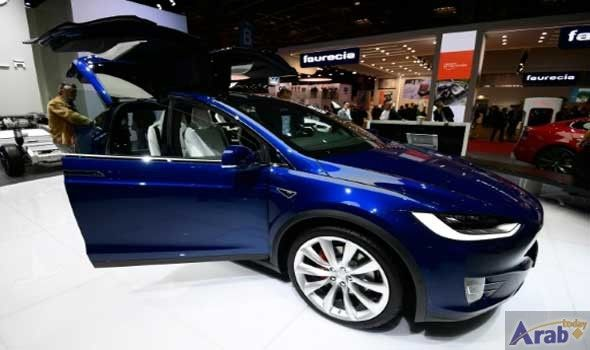 Tesla to build self-driving tech