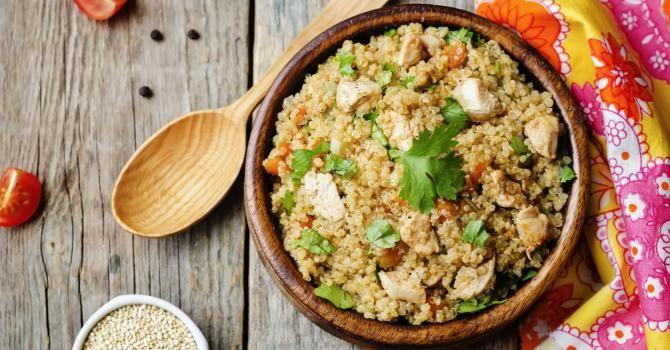 Recette de Quinoa rassasiant aux carottes et poulet. Facile et rapide à réaliser, goûteuse et diététique. Ingrédients, préparation et recettes associées.