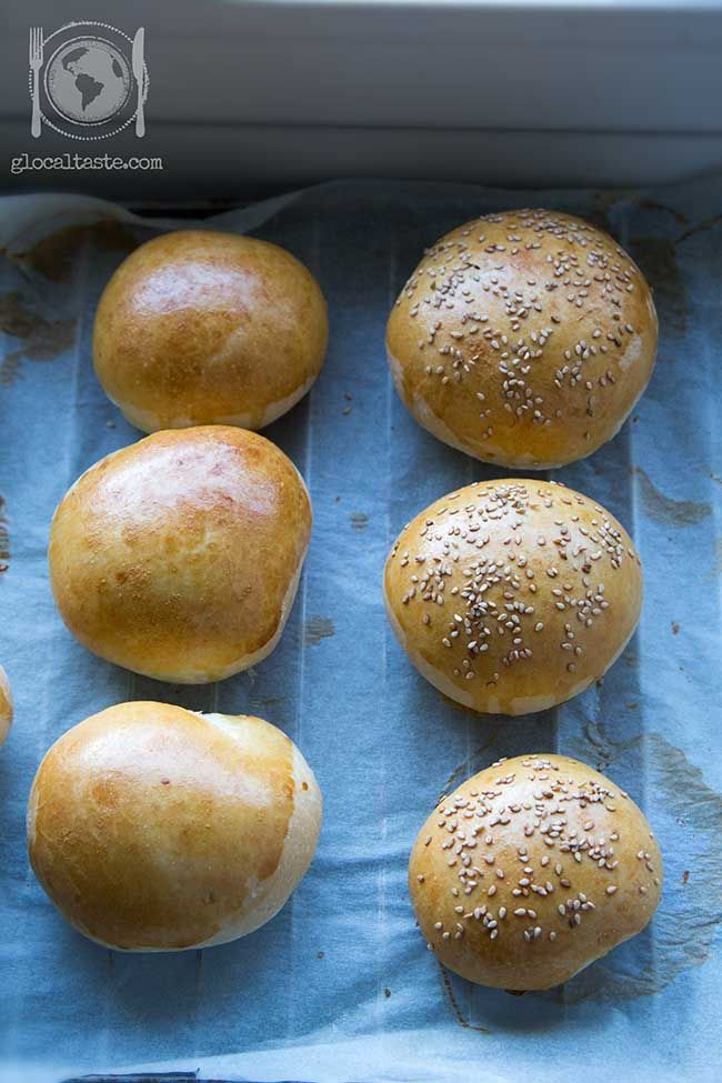 Handmade #burger #buns with mother yeast - Panini per hamburgher con pasta madre - Le ricette di GlocalTaste.com