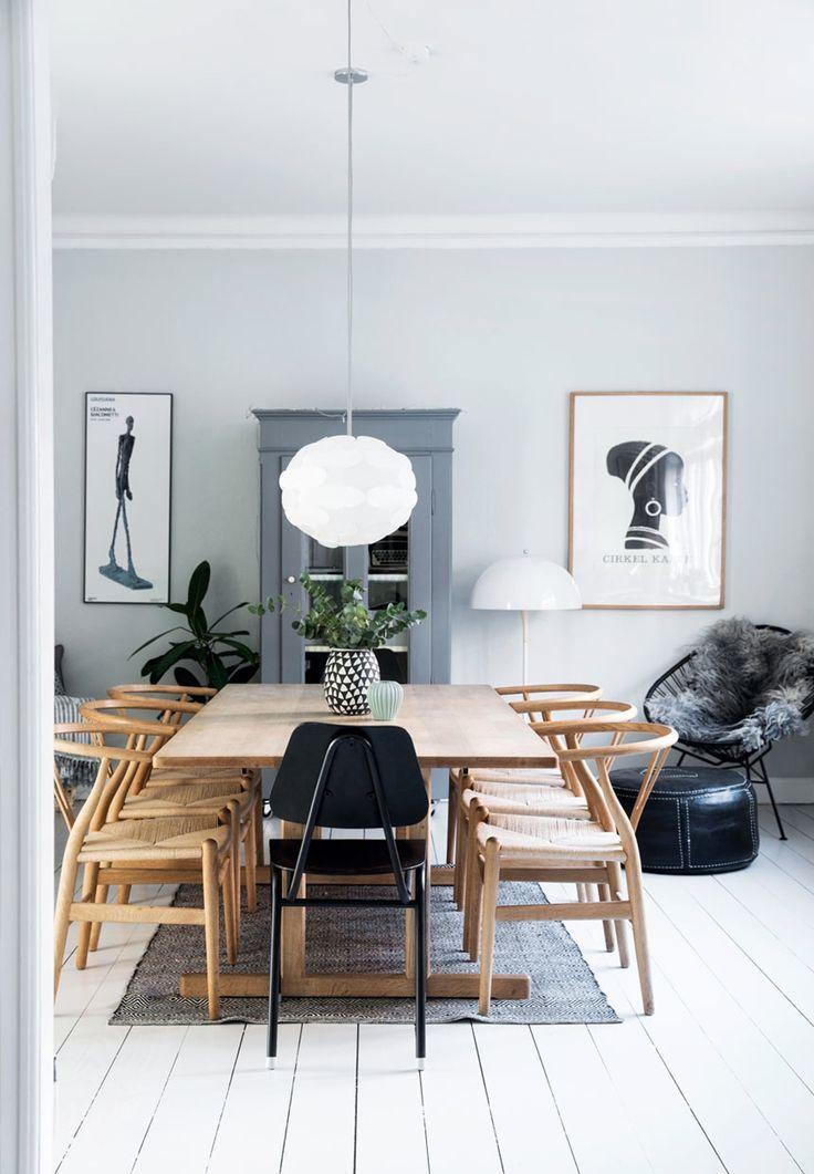 Børge Mogensen-bord omkranset af Wegners Y-stole