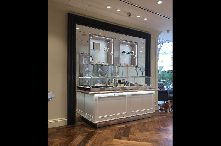 Links of London | Jewellery store construction | Nicosia | iidsk  |  Interior Design & Construction