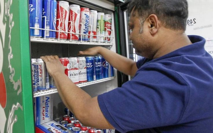 Brownback signs law to allow sales of strong beer in Kansas grocery stores