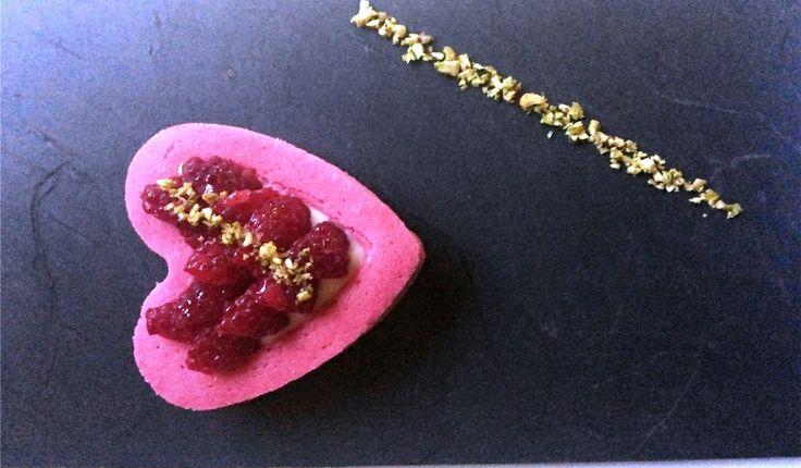Con la ricetta di L'assenzio nel cuore  Antonello Cavallone, food blogger, partecipa al concorso I dolci del cuore. Per San Valentino cuori rosa al profumo di lavanda  e crema all'assenzio, cioccolato e pistacchi... per dire ti amo! Per votare clicca qui: http://www.saporie.com/it/doc-cts-226-17711-17715-228-1.aspx