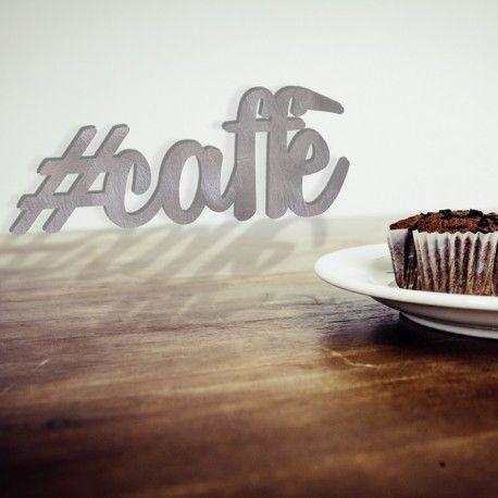 Decora la tua cucina con la scritta caffè. Realizzata su alluminio spazzolato, la scritta può essere affissa al muro o appoggiata ad esempio sul piano di lavoro...Ampio spazio alla tua fantasia!  #scritta #cucina #decorazione #alluminio #caffè #caffe #hashtag