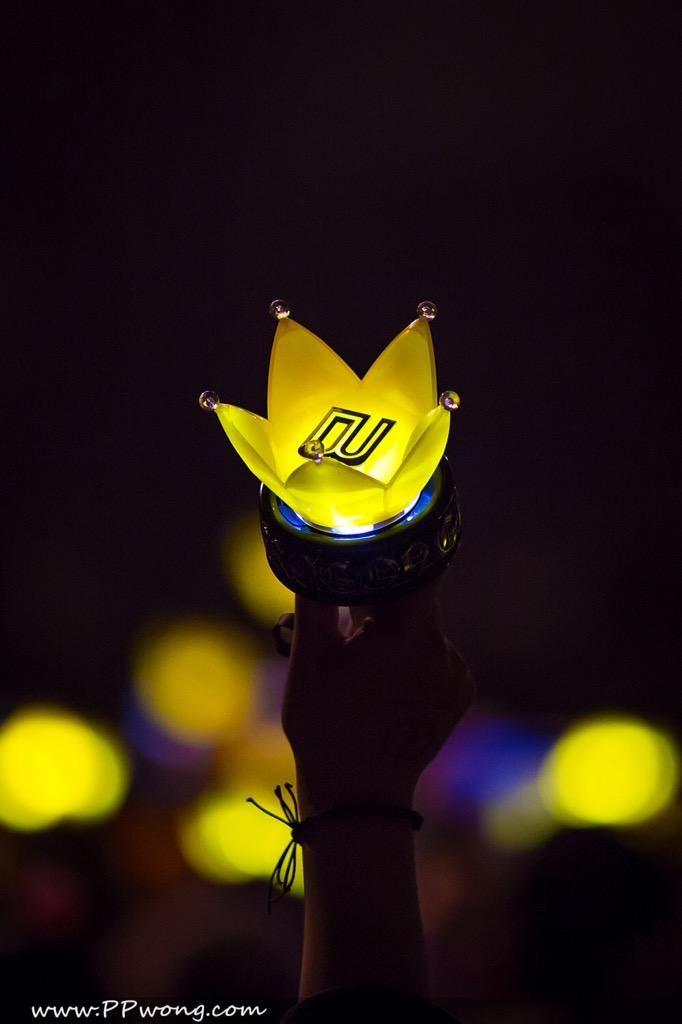 Get ready your crown lightsticks! After years of long hiatus, #BIGBANGisBack soon! ♡