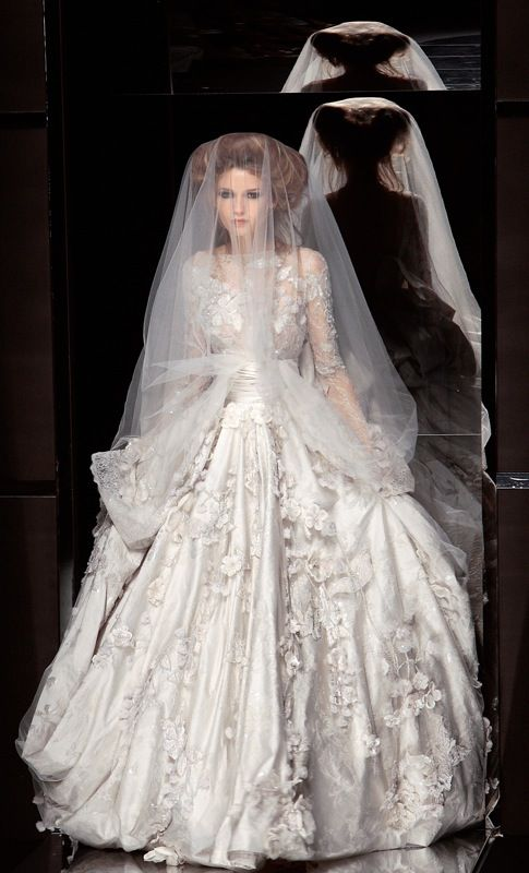have a look at the album of totally new mesmerizing modern styles of bridal haute couture showcased in paris a big city of france fashion means