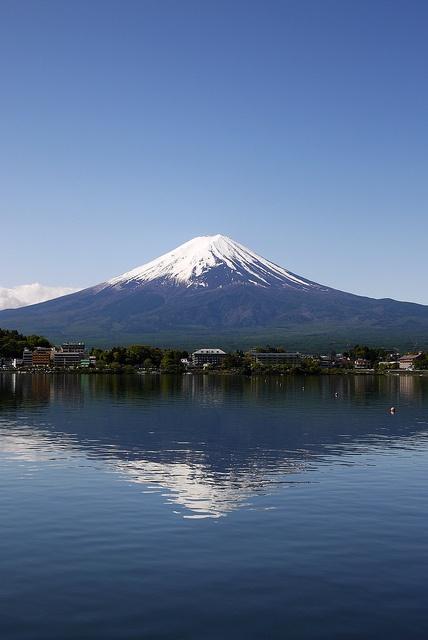 Mt. Fuji and Lake Kawaguchi, Japan 富士山と河口湖