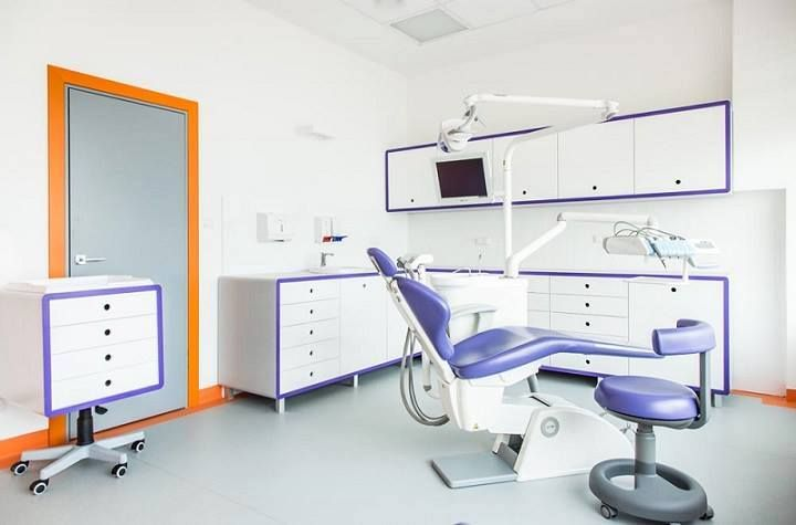 Dental treatment in Poland. Modern equipment.