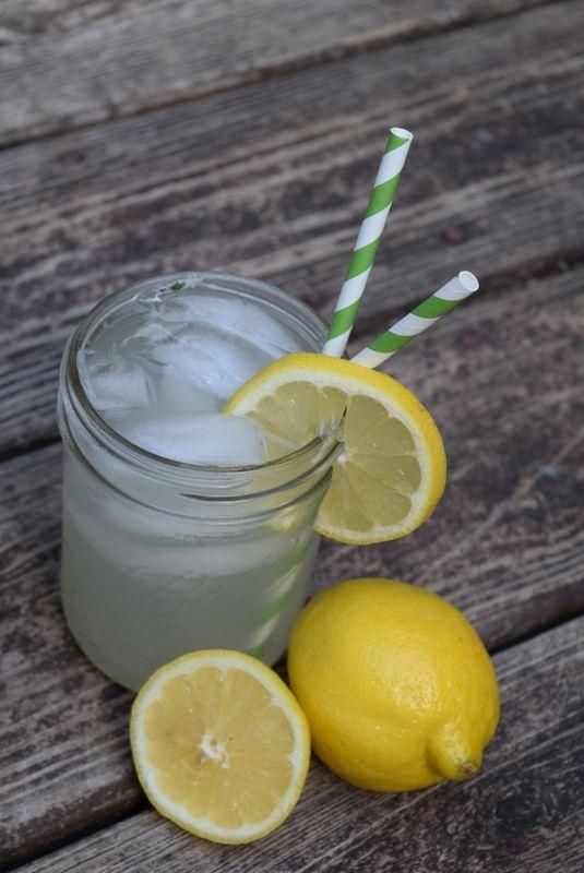 Mason Jar Lemonade Cocktail