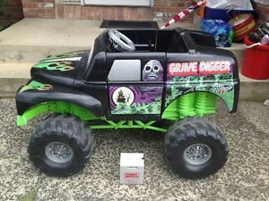 Huge Grave Digger John Anderson Power Wheels Monster Truck Ride on 12V Battery