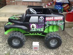 Huge Grave Digger John Anderson Power Wheels Monster Truck Ride on 12V Battery
