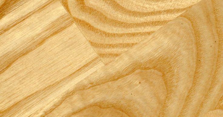 La mejor forma de limpiar un piso de madera laminada. Los pisos de madera laminada parecen pisos de madera maciza, pero son más sencillos de mantener que la madera real. Aunque estos suelos son muy duraderos, la suciedad puede estropear la apariencia del suelo laminado. El exceso de agua debería evitarse al limpiar con la fregona para evitar que se hinche el suelo.