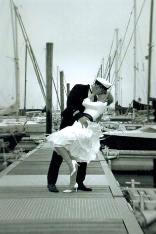 noni - 50er Jahre rockabilly Brautkleid zur Marineuniform mit Tüllrock und passendem Braut Jäckchen im Marinelook
