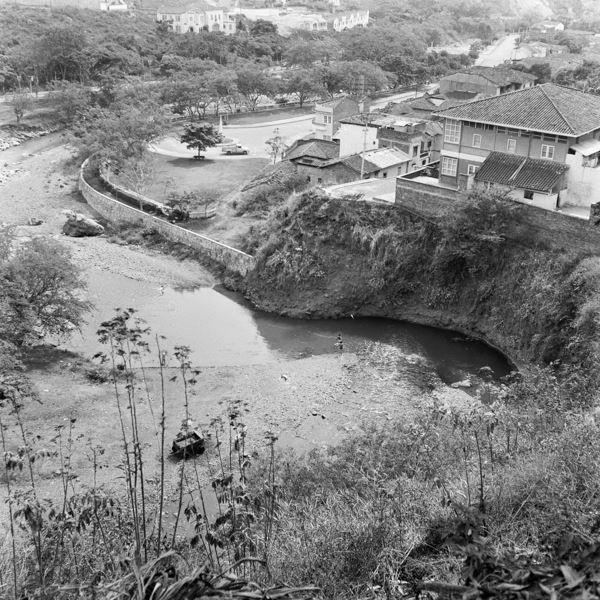 Erik Bongue CALI VIEJO - Memoria fotográfica. Río Cali, el charco del burro (hoy Museo La Tertulia), 1955  Fotografía: Nils Bongue