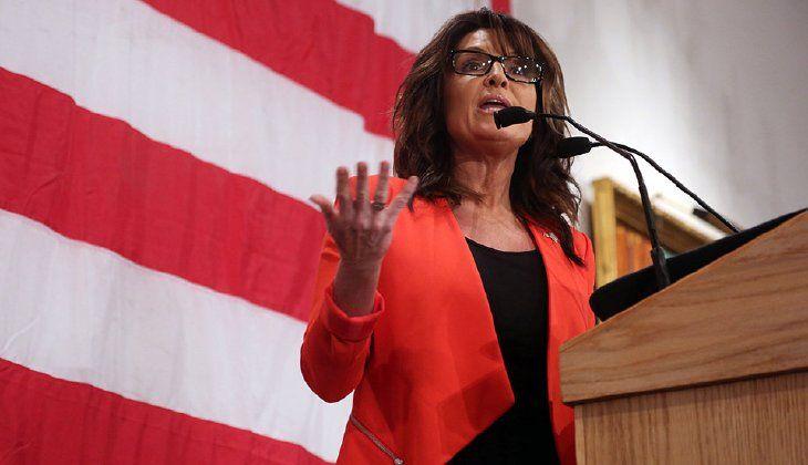 Palin: Politicians 'seducing immigrants with teddy bears,soccer balls'